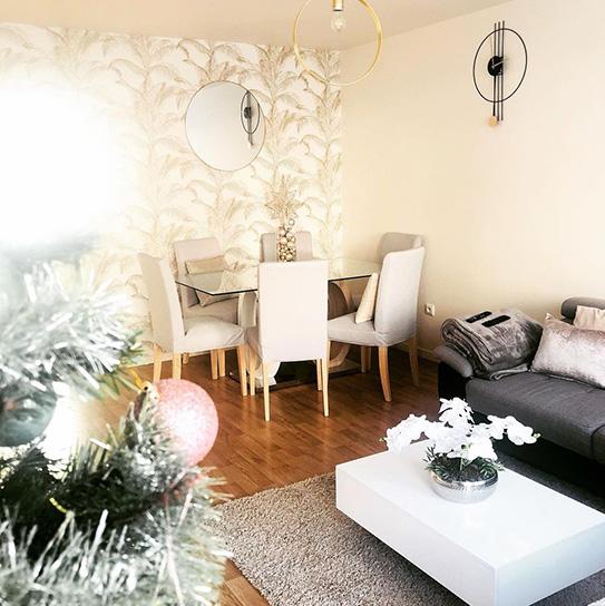 Mesa de refeições AYANE - 6 lugares - Vidro temperado e MDF - Carvalho e branco