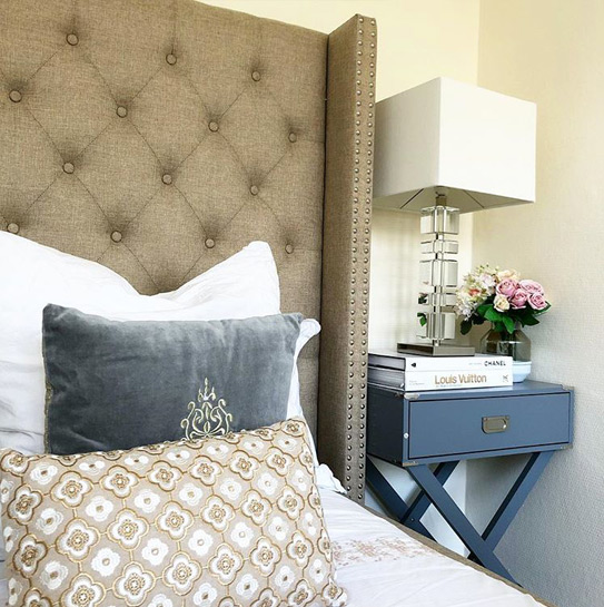 Lit MASSIMO tête de lit capitonnée - 180x200cm - Tissu beige