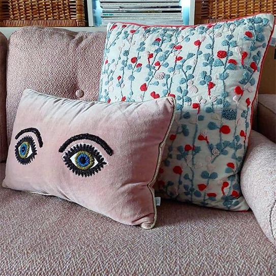 Canapé 2 places en tissu effet lainage à bouclettes TATUM - Rose